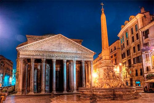 Центральный вход в Римский Пантеон