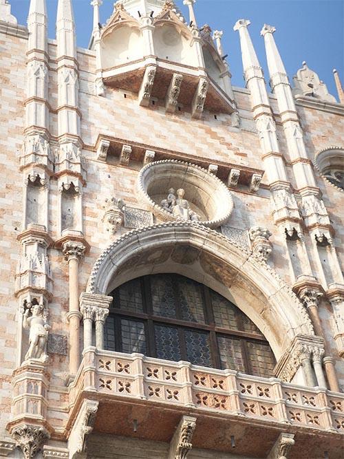 Центральный балкон Дворца дожей