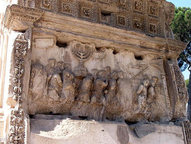Римские воины с трофеями