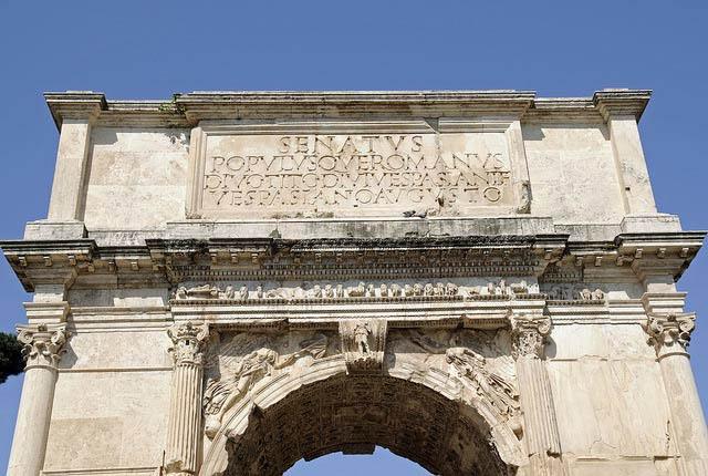 Надпись на Триумфальной арке Тита