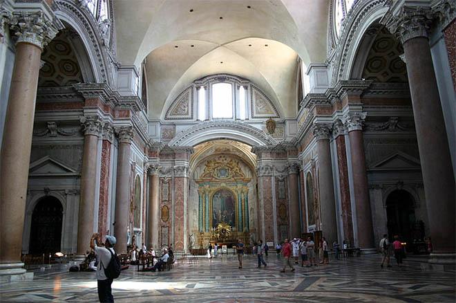 Один из залов терм перестроен в церковь